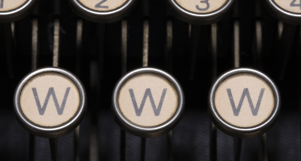 Three 'w' keys on typewriter
