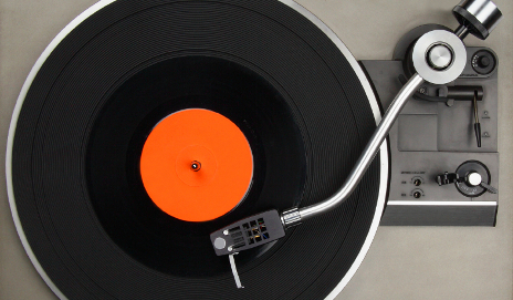 Why We Should Get Free Music Downloads With All Vinyl