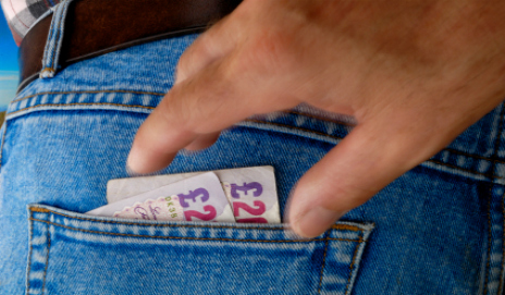 Pick-pocket stealing money