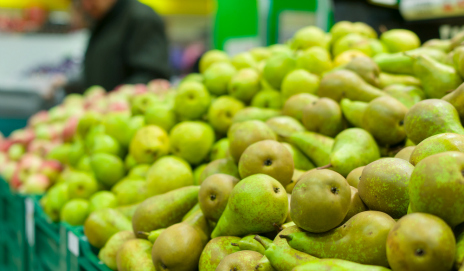A pile of green pears in a supermarket