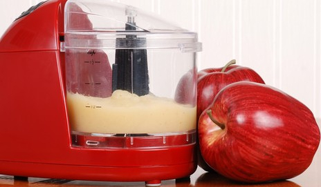 Red food processor with apples